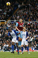 Photo: Steve Bond/Sportsbeat Images.<br /> Birmingham City v Aston Villa. The FA Barclays Premiership. 11/11/2007. Gareth Barry (C) rises well above Fabrice Muamba (L)