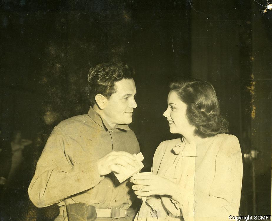 1943 John Garfield pours a drink for Judy Garland