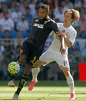 Real Madrid's Luka Modric (r) and Granada's Youssef El Arabi during La Liga match. September 19,2015. (ALTERPHOTOS/Acero)