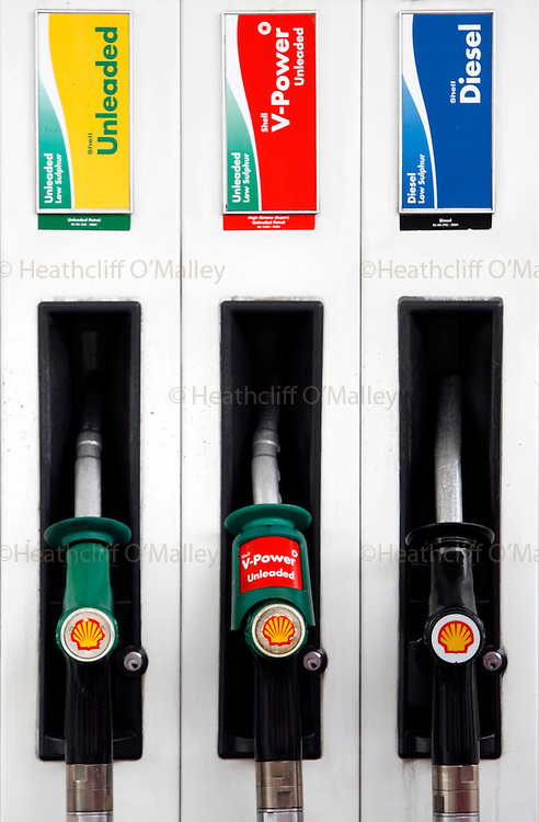 Hal0004066 Daily Telegraph.A central London shell petrol station on the first of a four-day strike by 641 drivers contracted to supply the forecourts of Shell stations which account for 1 in 10 of UK petrol stations.London 13 June
