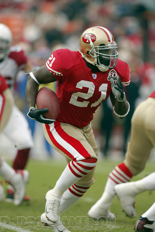 San Francisco 49ers running back Frank Gore (21) looks for running room against the Arizona Cardinals during the first quarter of an NFL football game, Sunday, Dec. 24, 2006 at Candlestick Park in San Francisco. The Cardinals won, 26-20. (D. Ross Cameron/The Oakland Tribune)