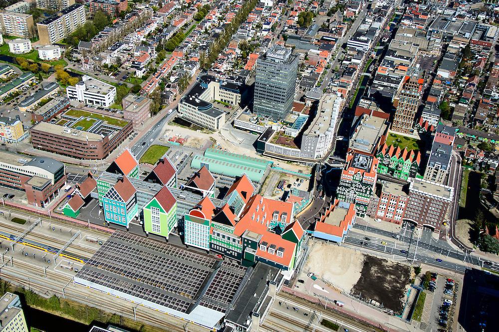 Nederland, Noord-Holland, Zaandam, 20-04-2015; Inverdan, nieuwe stadscentrum Zaandam, masterplan Sjoerd Soeters. Met Station, Stadhuis en het Zaanse huisjeshotel - Inntel Hotel - een ontwerp Wilfried van Winden.<br /> New center of the city of Zaandam, developed according to the master plan by architect Sjoerd Soeters. Train station and city hall. The hotel built in a postmodern version of the style of the historic houses of Zaandam - Inntel Hotel - was designed by Wilfried van Winden.<br /> luchtfoto (toeslag op standard tarieven);<br /> aerial photo (additional fee required);<br /> copyright foto/photo Siebe Swart