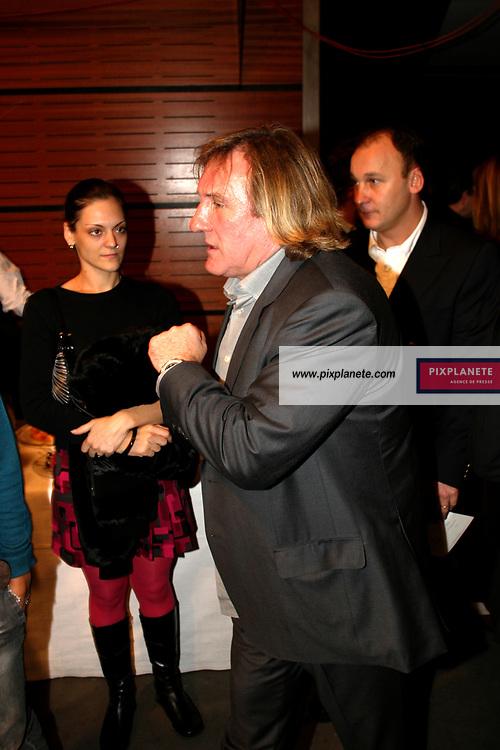 Prêt à porter Printemps / été 2005. Collection Jean-Louis Scherrer. Paris le 10/10/04. Backstage. Depardieu Gérard / PixPlanete