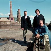 Jan Geesink, Leo de Weert en Rob de Boer (vlnr) op de plek waar de botterwerf komt haven van Huizen
