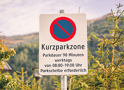 THEMENBILD - ein Kurzparkzone Schild vor Nadelbäume, aufgenommen am 29. September 2019, Kaprun, Österreich // a short parking zone sign in front of conifers on 2019/09/29, Kaprun, Austria. EXPA Pictures © 2019, PhotoCredit: EXPA/ Stefanie Oberhauser