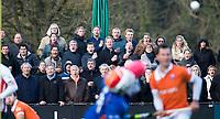 BLOEMENDAAL - Hockey - Bloemendaal-Oranje Rood 3-2.     Het publiek leeft mee.   COPYRIGHT KOEN SUYK