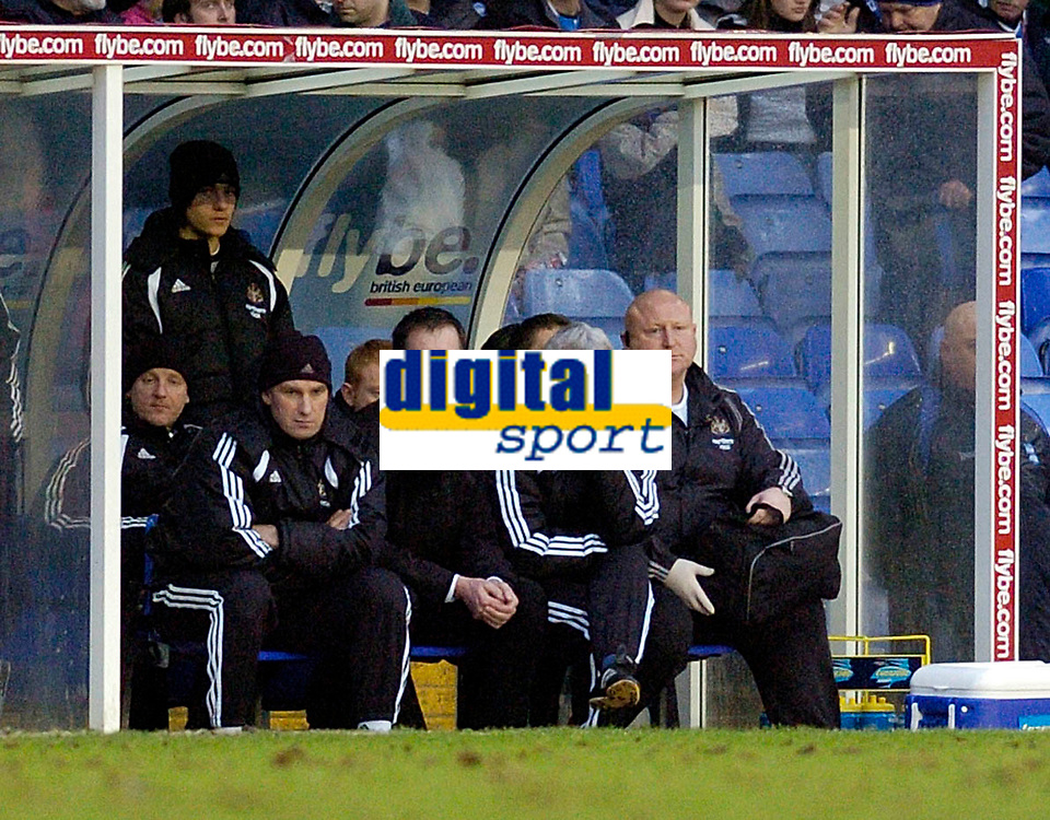 Photo: Leigh Quinnell.<br /> Birmingham City v Newcastle United. The FA Cup. 06/01/2007. Newcastle boss Glenn Roeder sits on an unhappy Newcastle bench.