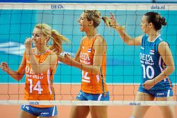18-09-2011 VOLLEYBAL: DELA TROPHY NEDERLAND - TURKIJE: ALMERE<br /> Nederland wint met 3-0 van Turkije en wint hierdoor de DELA Trophy / (L-R) Laura Dijkema, Captain Manon Flier, Libero Janneke van Tienen<br /> ©2011-FotoHoogendoorn.nl