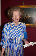 Countess Raine Spencer, Grosvenor House Antiques fair charity preview in aid of Macmillan Cancer Relief, 10 June 2004. ONE TIME USE ONLY - DO NOT ARCHIVE  © Copyright Photograph by Dafydd Jones 66 Stockwell Park Rd. London SW9 0DA Tel 020 7733 0108 www.dafjones.com