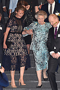 Prinses Mabel en prinses Beatrix tijdens de uitreiking van de derde Prins Friso Ingenieursprijs. De uitreiking vindt plaats op de TU Delft die dit jaar haar 175-jarig jubileum viert. <br /> <br /> Princess Mabel and Princess Beatrix during the award of the third Prince Friso Engineer Award. The ceremony takes place at TU Delft, celebrating its 175th anniversary this year.<br /> <br /> Op de foto / On the photo:  Prinses Mabel en prinses Beatrix  // Princess Mabel and Princess Beatrix