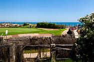 25-07-2016 Foto's persreis Golfers Magazine met Pin High naar Alicante en Valencia in Spanje. <br /> Foto: El Saler - badgasten passeren de golfbaan.