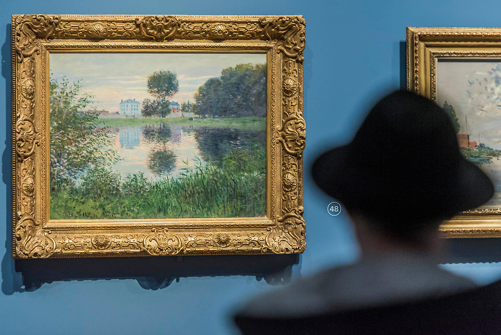 The Ball-shaped Tree, Argenteuil, 1876 - The Credit Suisse Exhibition: Monet & Architecture a new exhibition in the Sainsbury Wing at The National Gallery.