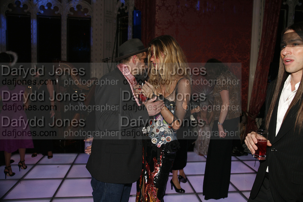 Jurgen Teller and Giselle Bundchen, The Moet and Chandon Fashion Tribute 2006 Honouring British Photographer Nick Knight. Strawberry Hill House. Twickenham. 24 October 2006. -DO NOT ARCHIVE-© Copyright Photograph by Dafydd Jones 66 Stockwell Park Rd. London SW9 0DA Tel 020 7733 0108 www.dafjones.com