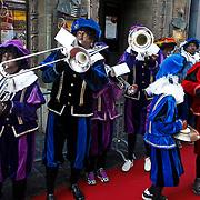 NLD/Amsterdam/20101010 - Premiere Sinterklaas en het Pakjes Mysterie, zwarte pieten orkest