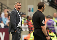 Football - 2017 / 2018 Premier League - West Ham United vs. Everton<br /> <br /> Sam Allardyce, Manager of Everton FC, shouts at the linesman as his team fall further behind at the London Stadium<br /> <br /> COLORSPORT/DANIEL BEARHAM