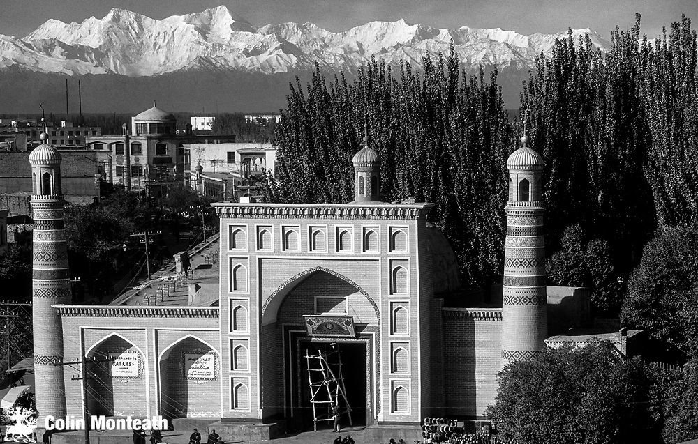 Idka mosque with Pamir Mountains behind, Kashgar, Xinjiang, Far Western China, Central Asia...once on Silk Road
