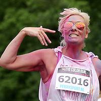 Nederland, Amsterdam , 31 mei 2014.<br /> The Color Run in Amsterdam.<br /> Deze fun run van 5 kilometer wordt ook wel de Happiest 5K on the Planet genoemd en dat is niet voor niets. Wat The Color Run ™ uniek maakt is het enorme groepsgevoel in een zeer uiteenlopende leeftijdscategorie. Alle deelnemers, jong, oud en zelfs de allerkleinsten beginnen geheel gekleed in het wit en bij elke kilometer worden zij ondergedompeld in een andere kleur. The Color Run™ draait niet om het neerzetten van de beste tijd, maar juist om op een leuke manier met elkaar gezond bezig te zijn. Be Healthy Be Happy Be You!<br /> Foto:Jean-Pierre Jans