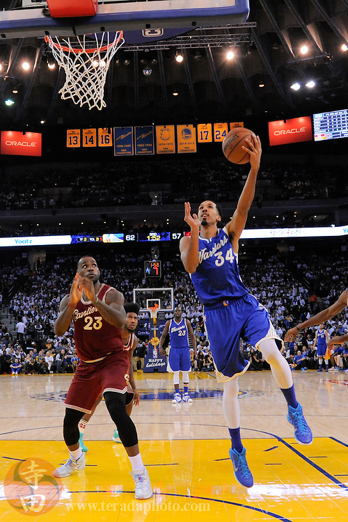 December 25, 2015; Oakland, CA, USA; Golden State Warriors guard Shaun Livingston (34) shoots the basketball against Cleveland Cavaliers forward LeBron James (23) during the third quarter in a NBA basketball game on Christmas at Oracle Arena. The Warriors defeated the Cavaliers 89-83.