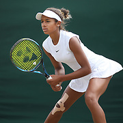 LONDON, ENGLAND - JULY 13:  Whitney Osuigwe of the United States in action against Katie Swan of Great Britain in the Girls' Singles Tournament during the Wimbledon Lawn Tennis Championships at the All England Lawn Tennis and Croquet Club at Wimbledon on July 13, 2017 in London, England. (Photo by Tim Clayton/Corbis via Getty Images)