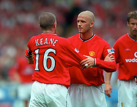 David Beckham tries to calm down Roy Keane (Man Utd) after he reacts angrily to a challenge by Jimmy Floyd Hasselbaink (Chelsea, not pictured). Chelsea v Manchester United. FA Charity Shield. Wembley 13/8/00. Credit: Colorsport.