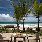 Hotel Txai. Enjoy a lover lunch under the coconut tree | Profiter d'un dejeuner en amoureux sous les cocotiers. Adresses de charmes, adresses secrètes au Brésil