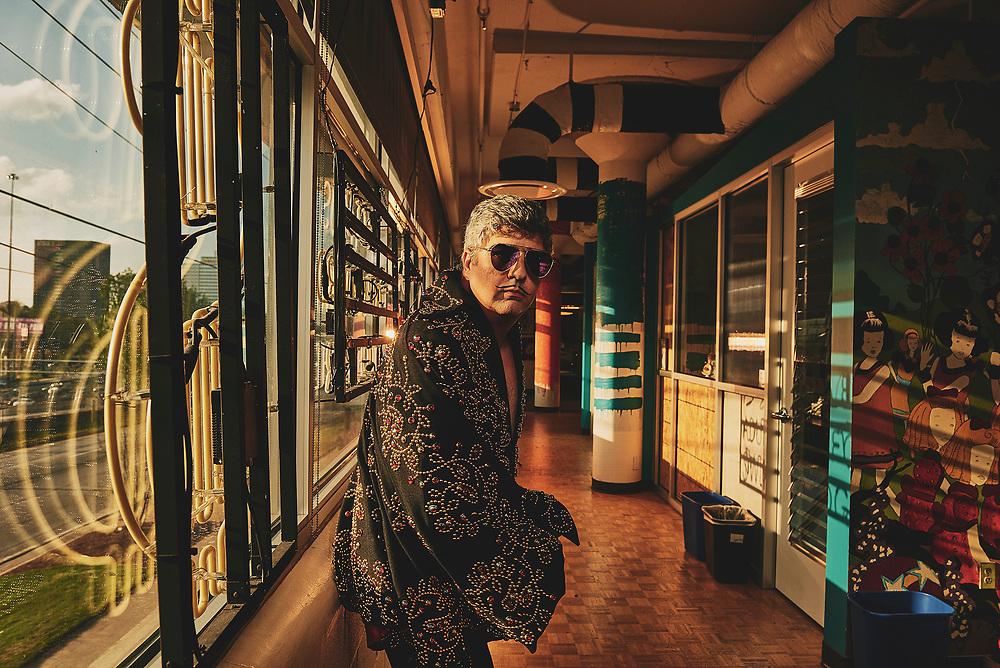 Dana Snyder dressed as Elvis for Adult Swim's Celebrity Poker Tournament
