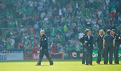 04.05.2013, Weserstadion, Bremen, GER, 1. FBL, SV Werder Bremen vs TSG 1899 Hoffenheim, 32. Runde, im Bild, von links, Thomas Schaaf (Trainer Werder Bremen), wbmk, Thomas Eichin (Geschaeftsfuehrer Sport, SV Werder Bremen), Wolfgang Rolff (Co-Trainer Werder Bremen), Matthias Hönerbach / Hoenerbach (Co-Trainer Werder Bremen) und Reinhard Schnittker (Athletiktrainer SV Werder Bremen) nach dem Abpfiff auf dem Platz // during the German Bundesliga 32nd round match between the clubs SV Werder Bremen vs TSG 1899 Hoffenheim at the Weserstadion, Bremen, Germany on 2013/05/04. EXPA Pictures © 2013, PhotoCredit: EXPA/ Andreas Gumz ***** ATTENTION - OUT OF GER *****