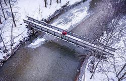 THEMENBILD - ein Liebespaar einer Brücke über einem Bach, aufgenommen am 06. Februar 2019 in Kaprun, Oesterreich // a couple of lovers on a bridge over a stream in Kaprun, Austria on 2019/02/06. EXPA Pictures © 2019, PhotoCredit: EXPA/ JFK