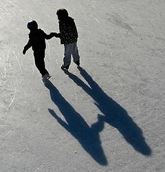 THEMENBILD - Wiener Eistraum, Eislaufen am Rathausplatz in Wien, das Bild wurde am 25. Jaenner 2012 aufgebommen, im Bild Feature eislaufende Kinder, AUT, EXPA Pictures © 2012, PhotoCredit: EXPA/ M. Gruber