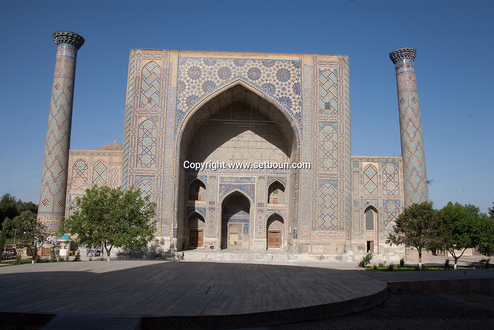 Ulug Bek  merdessa. Registan complex, mosque and coranic schools  Samarcand  Ouzbekistan  .///.Ulug Bek madrassa. Registan ensemble des mosquees et ecole coranique, XV VII  Samarcande  Ouzbekistan .///.OUZB56220