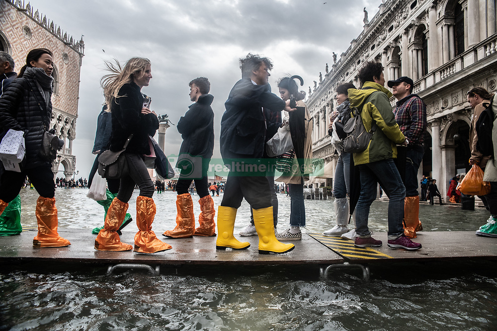 October 29, 2018 - Venice, Italy - Weather emergency In Venice, italy, on 29 October 2018 due to the High water: almost all the city have been underwater with a maximum level reached of 160cm on the sea level. (Credit Image: © Giacomo Cosua/NurPhoto via ZUMA Press)