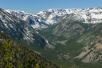 Rock Creek Vista is the first scenic overlook on the Beartooth Highway, located at 9,200 feet. Looking southwest, the U-shape of the valley carved by glaciers was obvious