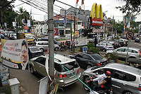 Jakarta traffic is horrendous regardless of the time of the day. Kemang Raya. La circulation a Jakarta est infernale quelle que soit l'heure. Kemang Raya. 2009