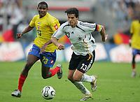 Fotball<br /> Landskamp<br /> Tyskland v Colombia<br /> 02.06.2006<br /> Foto: Witters/Digitalsport<br /> NORWAY ONLY<br /> <br /> v.l. Edwin Valencia, Michael Ballack Deutschland<br /> Laenderspiel Deutschland - Kolumbien