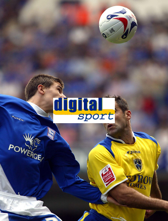 Fotball<br /> Foto: SBI/Digitalsport<br /> NORWAY ONLY<br /> <br /> Ipswich Town v Cardiff City<br /> Coca Cola Championship.<br /> 06/08/2005.<br /> <br /> Chris Barker of Cardiff and Owen Garvan of Ipswich contest the ball
