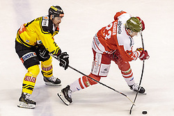 21.03.2017, Eiswelle, Bozen, ITA, EBEL, HCB Suedtirol Alperia vs UPC Vienna Capitals, Playoff, Halbfinale, 4. Spiel, im Bild Jonathan Ferland (Vienna Capitals), Clark Thompson Seymour (HCB Suedtirol) // during the Erste Bank Icehockey League, playoff semifinal 4th match between HCB Suedtirol Alperia and UPC Vienna Capitals at the Eiswelle in Bozen, Italy on 2017/03/21. EXPA Pictures © 2017, PhotoCredit: EXPA/ Johann Groder