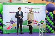 Koningin Maxima geeft startsein Week van het geld op de basisschool OBS West in Capelle aan de IJssel. <br /> <br /> Queen Maxima launches Money Week at the primary public school  in Capelle aan den IJssel.<br /> <br /> Op de foto / On the photo:  Koningin Maxima en staatssecretaris Sander Dekker van Onderwijs, Cultuur en Wetenschap  /// Queen Maxima and Sander Dekker and State Secretary of Education, Culture and Science