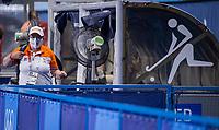 TOKIO - VENTILATOREN IN DE DUG OUT., warm, warmte  tijdens de wedstrijd dames , Nederland-India (5-1) tijdens de Olympische Spelen   .  links coach Alyson Annan (NED)  COPYRIGHT KOEN SUYK