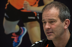 20-03-2016 FRA: Women's Olympic Qualification Tournament Pressmoment Netherlands, Metz<br /> Persmoment met het Nederlands team / Coach Henk Groener
