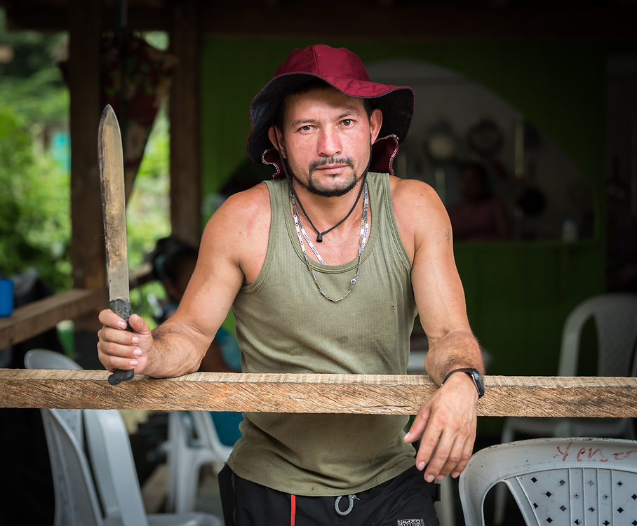 """16 November 2018, San José de León, Mutatá, Antioquia, Colombia: """"I have worked the fields with my machete all my life"""" says Jorge, one of the community members in San José de León. Following the 2016 peace treaty between FARC and the Colombian government, a group of ex-combatant families have purchased and now cultivate 36 hectares of land in the territory of San José de León, municipality of Mutatá in Antioquia, Colombia. A group of 27 families first purchased the lot of land in San José de León, moving in from nearby Córdoba to settle alongside the 50-or-so families of farmers already living in the area. Today, 50 ex-combatant families live in the emerging community, which hosts a small restaurant, various committees for community organization and development, and which cultivates the land through agriculture, poultry and fish farming. Though the community has come a long way, many challenges remain on the way towards peace and reconciliation. The two-year-old community, which does not yet have a name of its own, is located in the territory of San José de León in Urabá, northwest Colombia, a strategically important corridor for trade into Central America, with resulting drug trafficking and arms trade still keeping armed groups active in the area. Many ex-combatants face trauma and insecurity, and a lack of fulfilment by the Colombian government in transition of land ownership to FARC members makes the situation delicate. Through the project De la Guerra a la Paz ('From War to Peace'), the Evangelical Lutheran Church of Colombia accompanies three communities in the Antioquia region, offering support both to ex-combatants and to the communities they now live alongside, as they reintegrate into society. Supporting a total of more than 300 families, the project seeks to alleviate the risk of re-victimization, or relapse into violent conflict."""