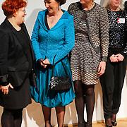 BEL/Brussel/20130319- Uitreiking Prinses Margriet Award 2013, aankomst, Prinses Laurentien en Margriet en laueraat Lia Perjovschi