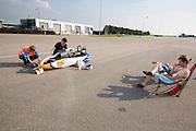 In Lelystad voert het Human Power Team Delft en Amsterdam, dat bestaat uit studenten van de TU Delft en de VU Amsterdam, de laatste testen uit met de VeloX4 voor de recordpoging eind juli in Duitsland. Tijdens het laatste weekend wil het team het uurrecord verbreken. In september willen ze een poging doen het wereldrecord snelfietsen te verbreken, dat nu op 133 km/h staat tijdens de World Human Powered Speed Challenge.<br /> <br /> In Lelystad the Human Power Team Delft and Amsterdam tests the VeloX4 for the last time before the hour record attempt in Germany end of July. With the special recumbent bike the Human Power Team Delft and Amsterdam, consisting of students of the TU Delft and the VU Amsterdam, also wants to set a new world record cycling in September at the World Human Powered Speed Challenge. The current speed record is 133 km/h.