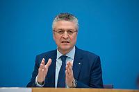 DEU, Deutschland, Germany, Berlin, 26.02.2021: Prof. Dr. Lothar H. Wieler, Präsident Robert Koch-Institut (RKI), in der Bundespressekonferenz zur Corona-Lage im Lockdown.