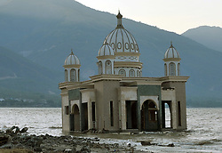 October 3, 2018 - Palu, Central Sulawesi, Indonesia - The Landmark Arkam Babu Rahman Floating Mosque which has fallen into the sea after earthquake and tsunami, Palu, Central Sulawesi on October,3,2018.  A deadly earthquake measuring 7,7 magnitude and the tsunami wave caused by it has destroyed the city of Palu and area Central Sulawesi, as death to 1,347 around 800 people in hospital are seriously injured. Dasril Roszandi  (Credit Image: © Dasril Roszandi/NurPhoto/ZUMA Press)