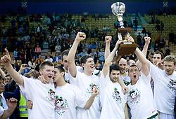 Union Olimpija celebrates at third finals basketball match of Slovenian Men UPC League between KK Union Olimpija and KK Helios Domzale, on June 2, 2009, in Arena Tivoli, Ljubljana, Slovenia. Union Olimpija won 69:58 and became Slovenian National Champion for the season 2008/2009. (Photo by Vid Ponikvar / Sportida)