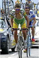 CYCLING - TOUR DE FRANCE 2004 - STAGE 13 - LANNEMEZAN > PLATEAU DE BEILLE - 17/07/2004 - PHOTO : NICO VEREECKEN /DIGITALSPORT<br /> OSCAR PEREIRO (ESP) / PHONAK