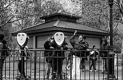Children having fun in Manhattan, New York, - Krakkar að leika sér í Manhattan í New York