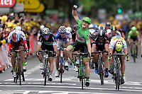 Sykkel<br /> Foto: PhotoNews/Digitalsport<br /> NORWAY ONLY<br /> <br /> GREIPEL Andre of Lotto Soudal celebrates the victory in front of CAVENDISH Mark of Etixx - Quick Step, KRISTOFF Alexander of Team Katusha and SAGAN Peter of Tinkoff - Saxo during the stage 5 of the 102nd edition of the Tour de France 2015 with start in Arras and finish in Amiens, France (189 kms) *** AMIENS, FRANCE - 8/07/2015