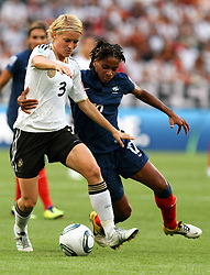 05.07.2011, Borussia-Park, Moenchengladbach, GER, FIFA Women Worldcup 2011, Gruppe A,  Frankreich (FRA) Deutschland (GER) ,. im Bild Saskia Bartusiak (GER) gegen Elodie Thomis (FRA) . // during the FIFA Women´s Worldcup 2011, Pool A,France vs Germany on 2011/06/26, Borussia-Park, Moenchengladbach, Germany. EXPA Pictures © 2011, PhotoCredit: EXPA/ nph/  Karina Hessland       ****** out of GER / CRO  / BEL ******