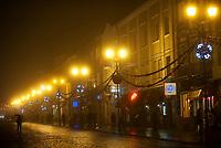 08.01.2012 Bialystok Centrum miasta w nocy we mgle N/z Rynek Kosciuszki fot Michal Kosc / AGENCJA WSCHOD